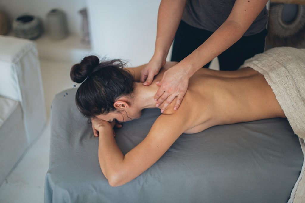 Massage topless